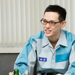 滋賀工場 加工課 加工係 船嵜 智久(2012年入社)